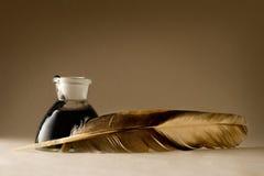 羽毛墨水瓶 库存照片