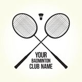羽毛球拍传染媒介剪影俱乐部商标 免版税库存图片