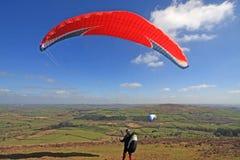 滑翔伞发射的翼 免版税库存图片
