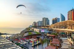滑翔伞在利马,秘鲁 免版税库存图片