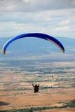 滑翔伞在普里莱普,马其顿 免版税图库摄影