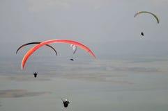 滑翔伞竞争在印度尼西亚 免版税库存照片