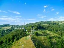 从滑翔伞采取的美好的山景 免版税图库摄影