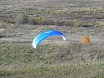 滑翔伞飞行员 免版税库存照片