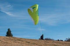 滑翔伞离开 库存照片