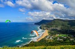 滑翔伞- Stanwell上面/秃头小山监视-澳大利亚 库存照片