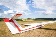 滑翔机等待的起飞 免版税库存照片