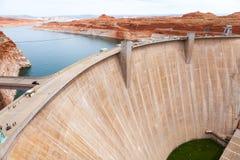 翱翔水坝视图形式页桥梁 库存照片
