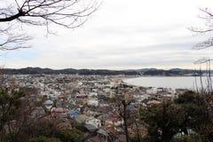 翻译:镰仓市监视视图,从Hase-dera或Ha 免版税图库摄影