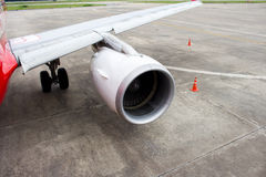 翼和引擎每一部分的飞机 免版税库存照片