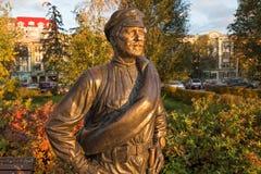 翼果,俄罗斯- 2016年10月12日:同志Sukhov的雕塑 免版税库存图片