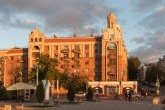 翼果,俄罗斯- 2016年10月12日:在翼果前Kuybyshev的历史的部分的日落 免版税库存图片