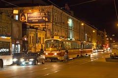 翼果,俄罗斯- 2016年10月12日:在翼果的夜电车71-405 免版税库存照片