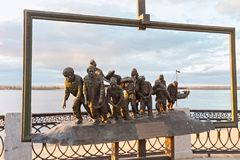 翼果,俄罗斯- 2016年10月12日:根据伊利亚・叶菲莫维奇・列宾` s著名绘画的铜雕塑  图库摄影