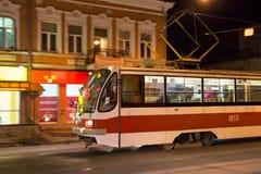 翼果,俄罗斯- 2016年10月12日:电车71-405在翼果城市 库存图片