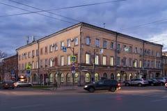 翼果,俄罗斯- 2016年10月12日:老破旧的大厦在翼果前Kuybyshev的中心 免版税库存图片