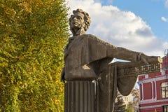 翼果,俄罗斯- 2016年10月12日:对著名俄国诗人和作家亚历山大・谢尔盖耶维奇・普希金的一座具体纪念碑 免版税库存图片