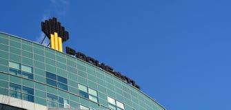 翼果,俄罗斯- 2016年1月16日:俄国石油公司Rosneft的办公楼是一家联合公司,一控制stak 图库摄影