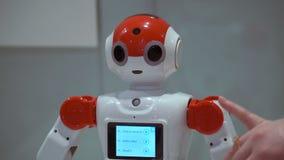 翼果,俄罗斯- 2016年12月30日:机器人城市 机器人城市-机器人的交互式科学陈列 影视素材