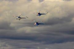 翼果,俄罗斯- 2016年9月11日 三架直升机MI-2 免版税库存图片