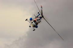 翼果,俄罗斯- 2016年9月11日 在弯的直升机MI-2 免版税图库摄影