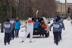 翼果,俄罗斯- 12月25 :在翼果的奥林匹克火炬在Decemb 免版税库存照片