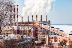 翼果GRES大厦在翼果,俄罗斯的冬天晴天 免版税库存图片