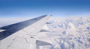 翼的看法从平面窗口的 图库摄影