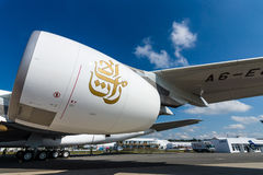 翼的细节和航空器空中客车A380的涡轮风扇引擎联盟GP7000 免版税库存图片