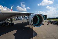翼的细节和航空器空中客车A380的涡轮风扇引擎联盟GP7000 免版税图库摄影