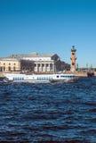 水翼艇小船沿涅瓦河航行在圣彼德堡 免版税库存图片