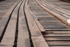 老一个长的木桥在Sangklaburi,北碧省, 图库摄影