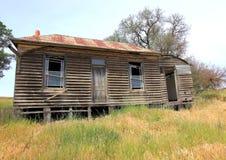 老下来奔跑国家木房子 免版税库存图片