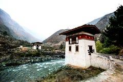 老不丹人Dzong在Paro,不丹 库存照片