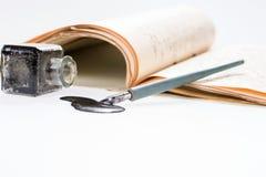 老与手写的信件的文字钢笔画的斑点 免版税库存图片