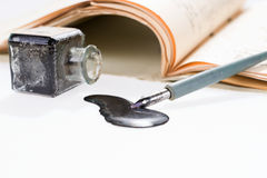 老与手写的信件的文字钢笔画的斑点 免版税图库摄影