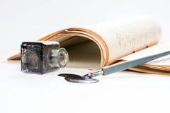 老与手写的信件的文字钢笔画的斑点 库存图片