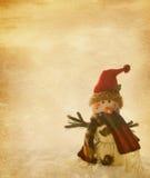 老与雪人的纸 免版税库存照片