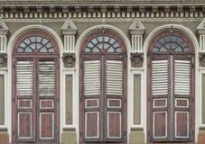 老丝光斜纹棉布葡萄牙窗口 免版税库存照片