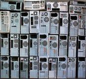 老个人计算机和个人计算机盒 免版税库存照片