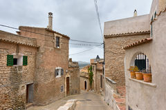 老中世纪住宅房子在村庄卡普德佩拉 海岛马略卡,西班牙 库存图片