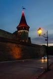 老中世纪城堡在晚上, Kamyanets-Podilsky,乌克兰 免版税图库摄影