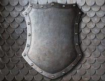 老中世纪徽章在标度的盾 免版税库存图片