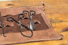 老中世纪手术篡改工具 免版税库存照片