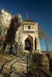 老中世纪石门,城堡在Ojcow 库存图片