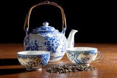 老中国瓷茶壶 免版税图库摄影