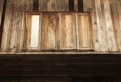 老之家木Windows在泰国 免版税库存照片
