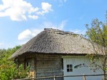 老乌克兰传统房子 免版税库存图片