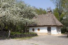 老乌克兰农村房子 免版税库存图片