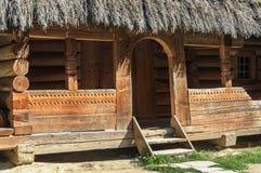 老乌克兰木房子入口  免版税库存图片